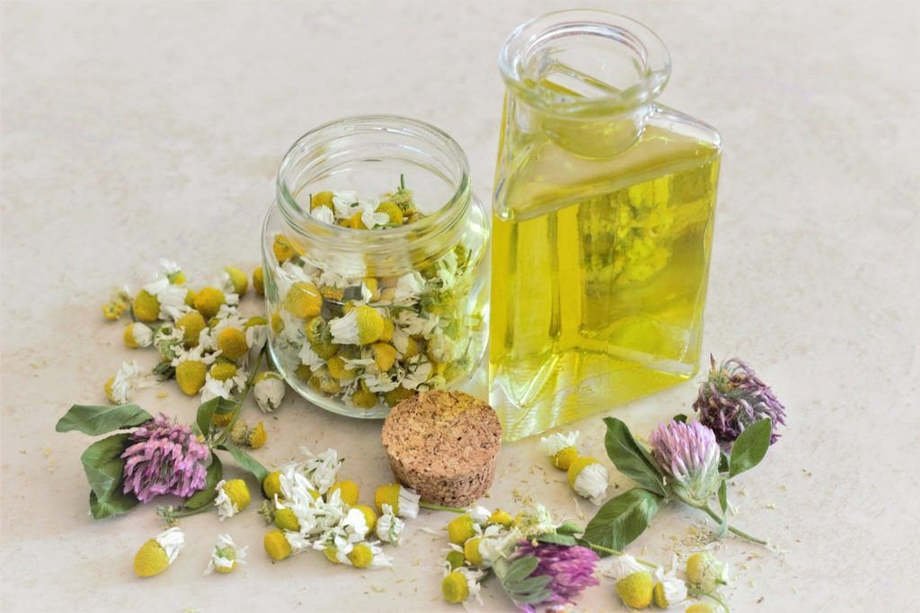 beauty benefits of chamomile in cosmetics